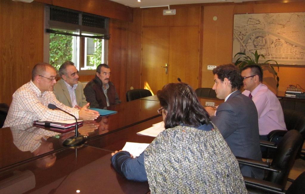 Reunión de la Asociación de Vendedores de Prensa Híspalis con la Gerencia de Urbanismo