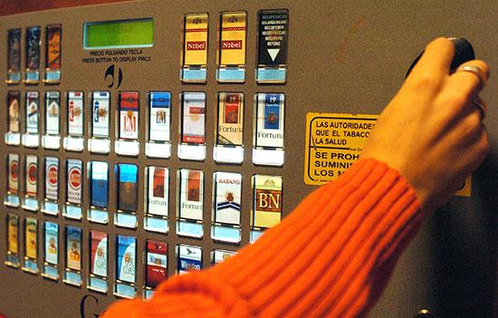 Las máquinas expendedoras de tabaco, ¿Empujadas hacia su desaparición?