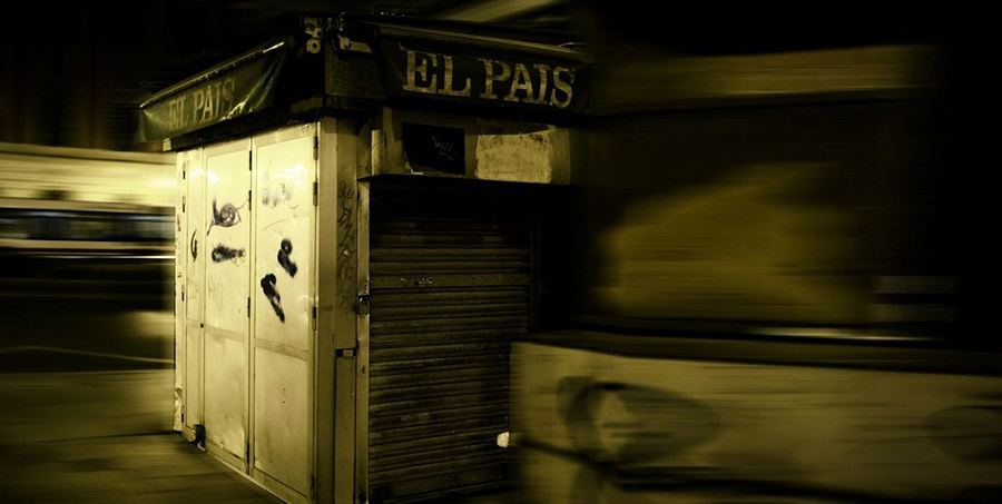 Los kiosqueros planean boicotear a 'El País' por echarse en brazos de Amazon