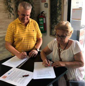 Momento de la firma entre AVECOMA y VAP Madrid