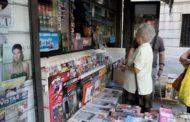 Papelería, informática y electrónica, nuevos artículos de venta en los kioskos de Granada